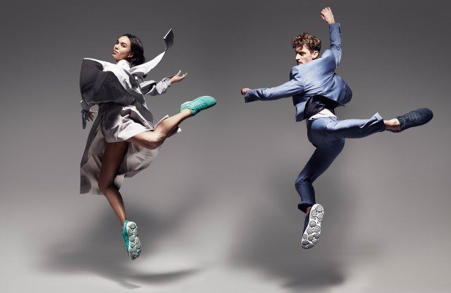 jumping couple wears Geox clothes